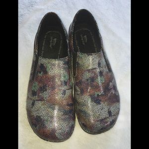 Women's Spring Step Shoes Size 9.5.